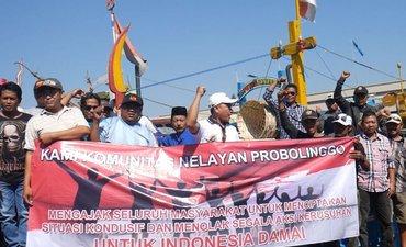 nelayan-probolinggo-deklarasi-damai-putusan-mk-dari-atas-kapal-motor