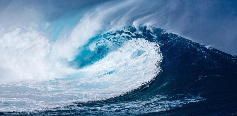 BMKG Peringatkan Potensi Gelombang Enam Meter di Selatan Jawa