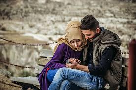 Mengapa Cinta Suami Istri Perlu Selalu Dibangun