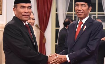 presiden-jokowi-lantik-hinsa-siburian-jadi-kepala-bssn