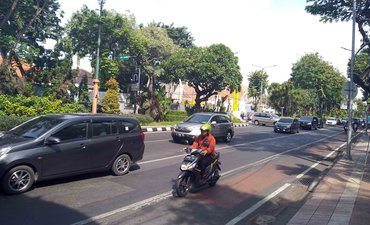 hari-pertama-masuk-kerja-polrestabes-surabaya-antisipasi-kemacetan-lalin