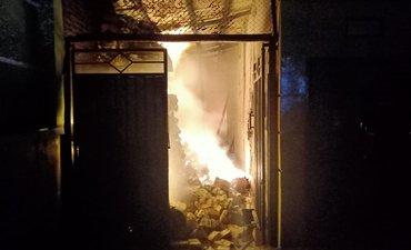 pabrik-makanan-ringan-di-probolinggo-ludes-terbakar