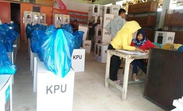 surat-suara-kurang-distribusi-logistik-pemilu-kepulauan-sumenep-molor