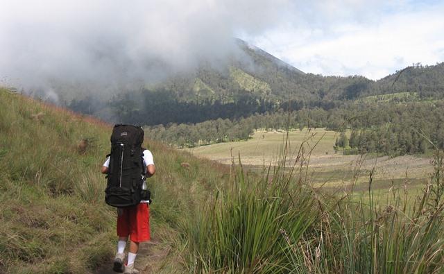 Tips Aman Mendaki Gunung di Musim Hujan