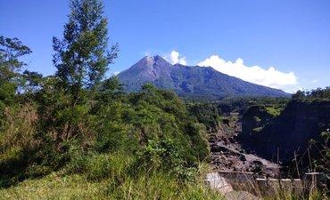 gunung-merapi-alami-empat-kali-gempa-guguran-pagi-ini