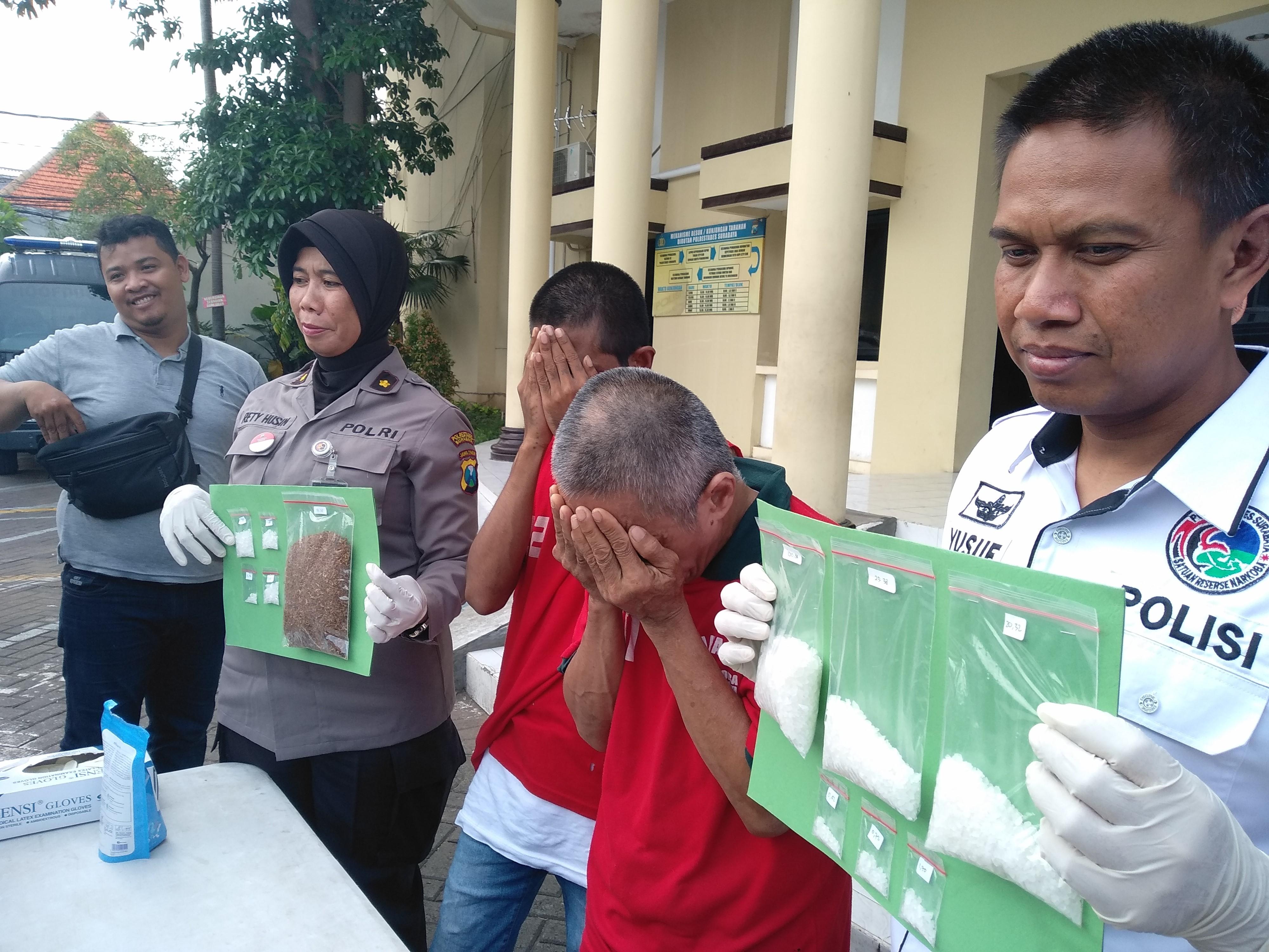 Edarkan Tiga Jenis Narkoba, Dua Warga Surabaya Dibekuk