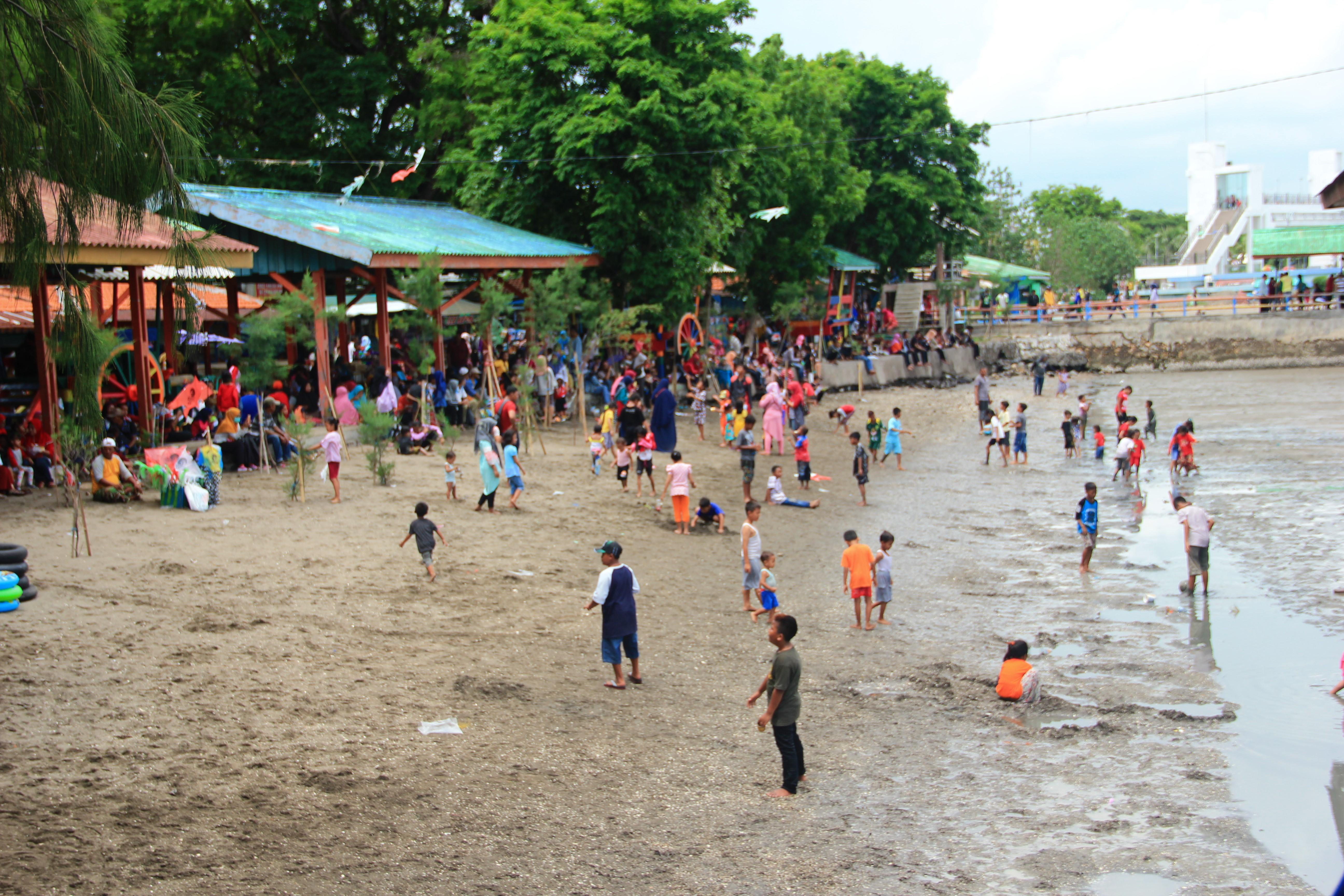 Libur Natal, Pengunjung Pantai Kenjeran Mencapai 10.10 Orang