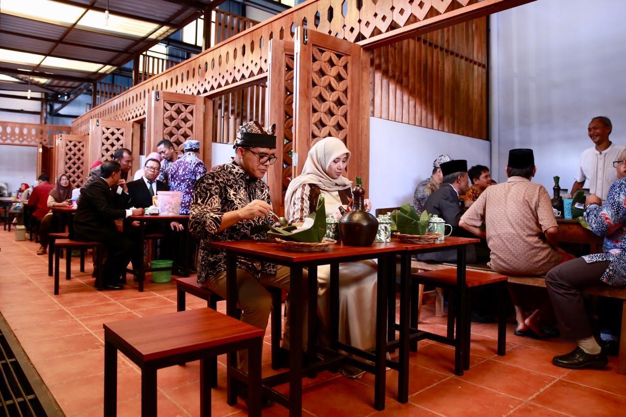Biar Makan Tambah Asyik Pasar Sritanjung Dipoles