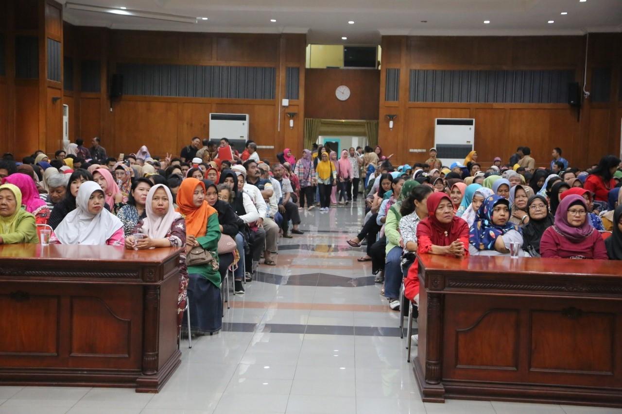 Begini Cara Risma Menghidupkan Toko Kelontong di Surabaya