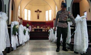 polrestabes-sisir-25-gereja-di-surabaya