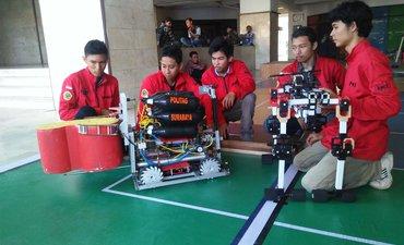 robot-bikinan-mahasiswa-untag-surabaya-juara-kontes-robot-indonesia