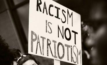pelaku-penembakan-di-selandia-baru-pamer-simbol-rasisme
