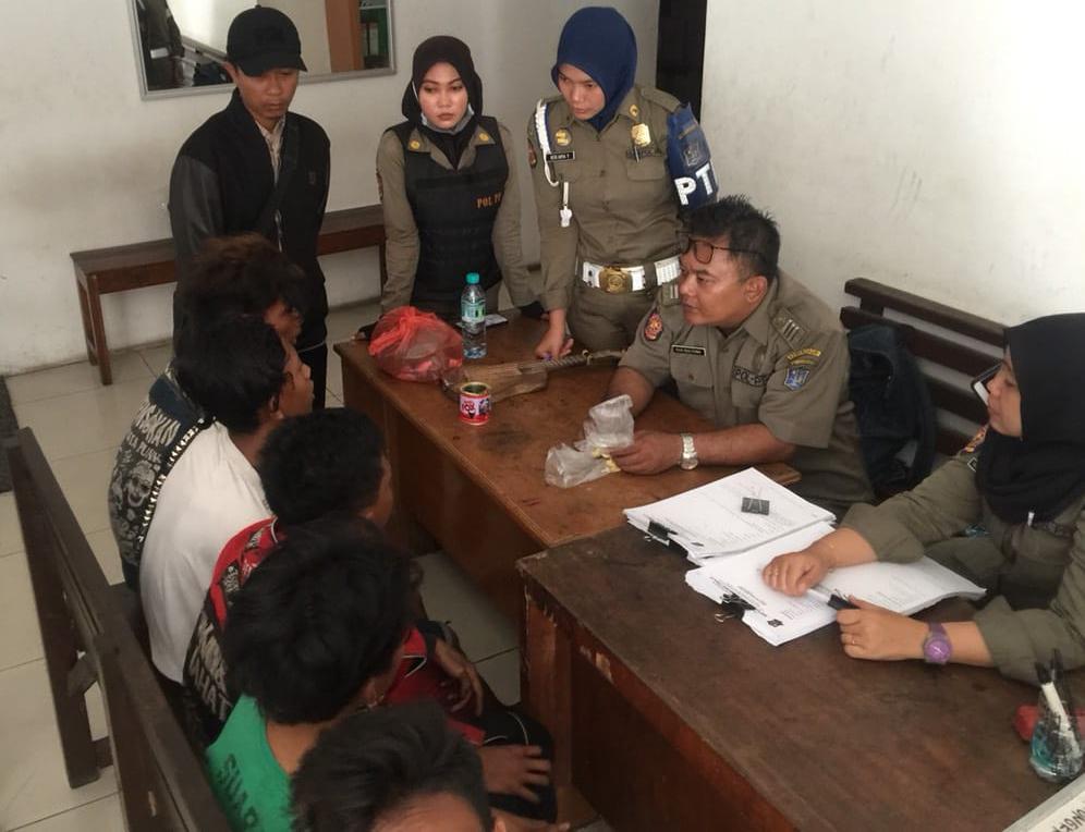 Asik Ngelem, Lima Remaja Diamankan Satpol PP