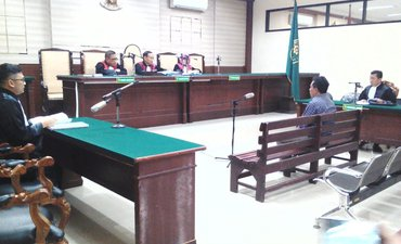 mantan-wakil-wali-kota-probolinggo-dituntut-enam-setengah-tahun-penjara