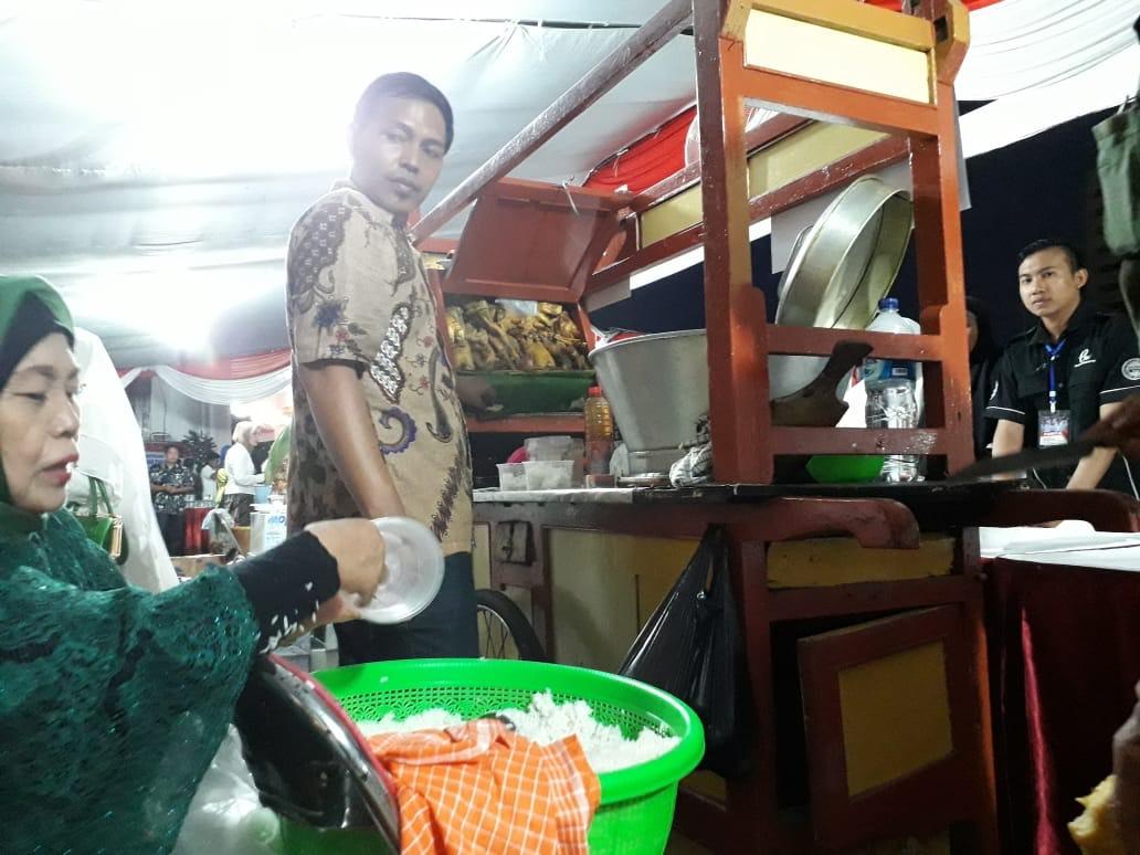 Nasiyah Sediakan 600 Porsi Soto Ayam