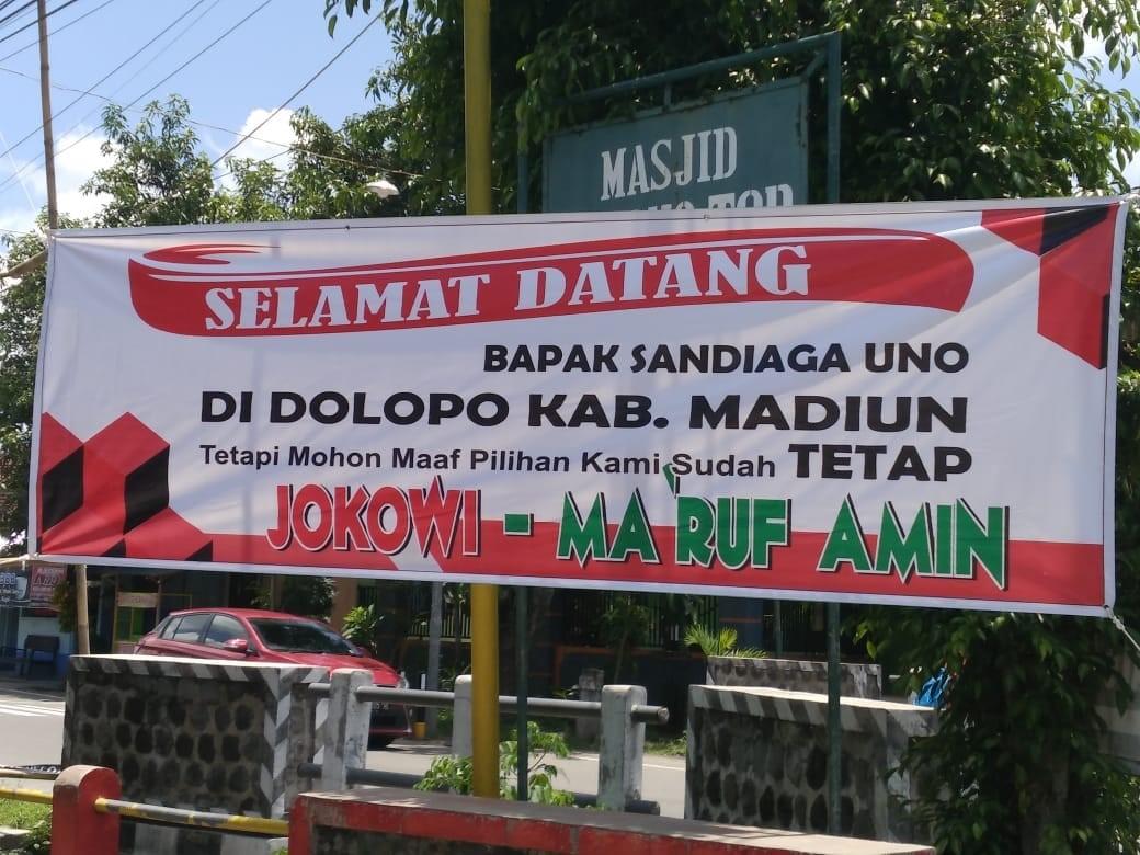 Ke Madiun, Sandiaga Disambut Spanduk Dukung Jokowi