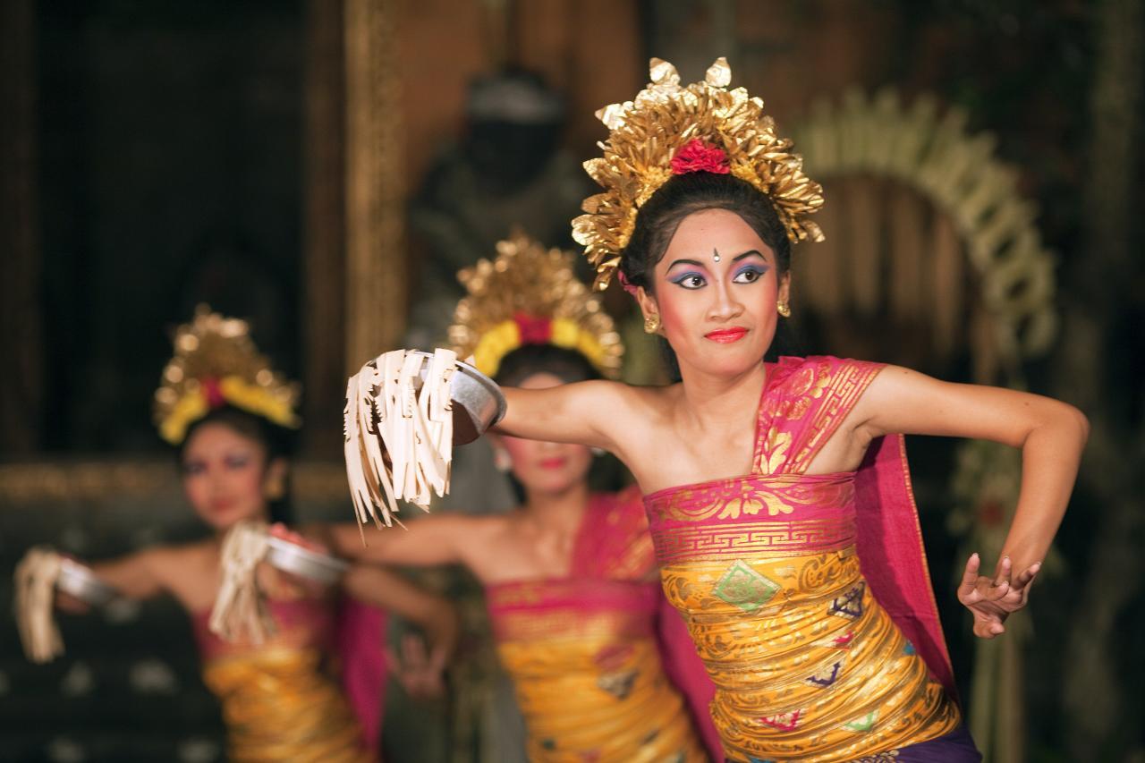 Atraksi Tari Pendet Massal Sambut Jokowi di Pasar Badung