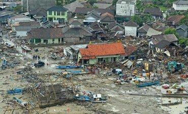 p-bmkg-pastikan-tsunami-selat-sunda-karena-anak-krakatau-p